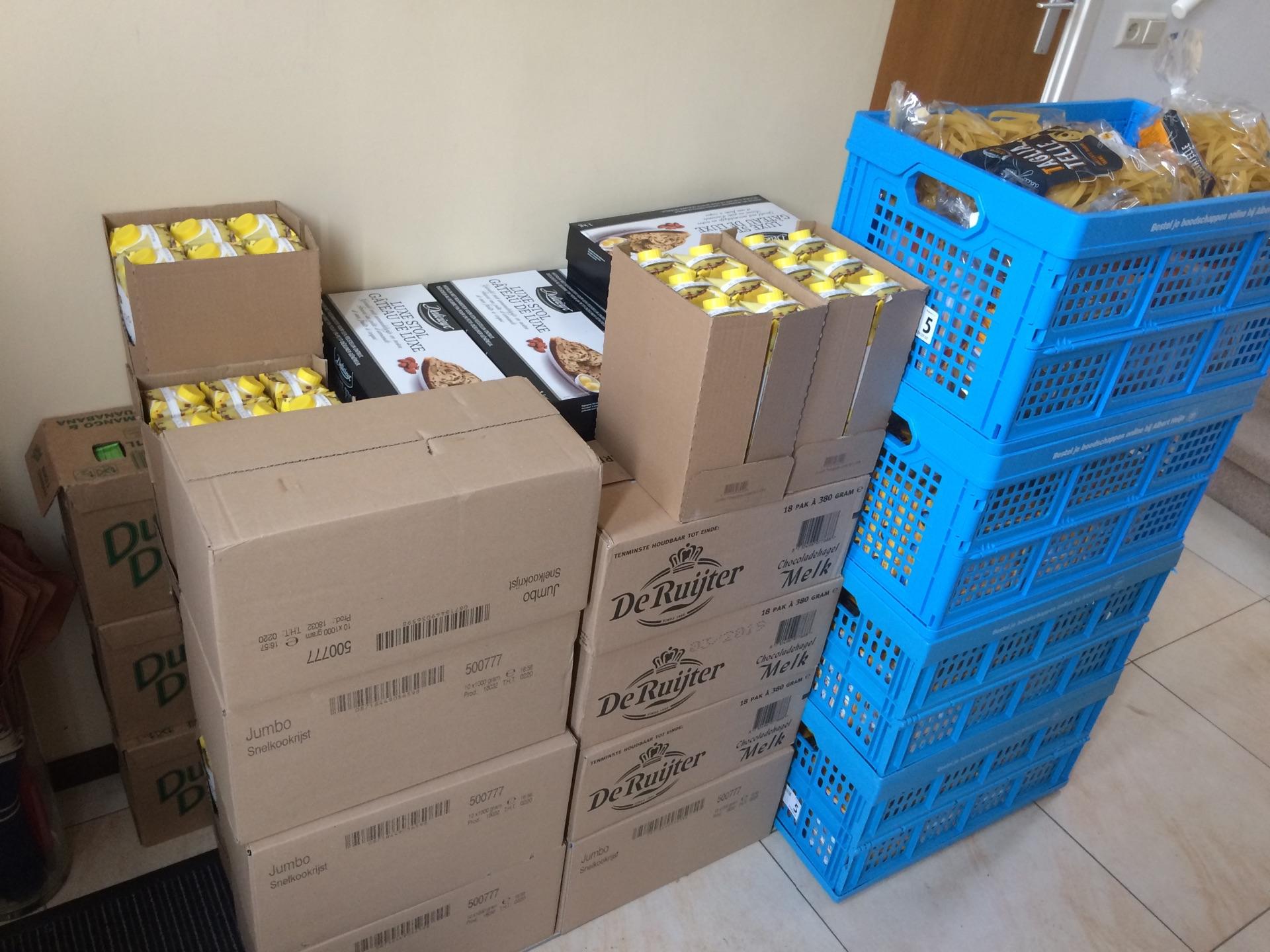 Het sparen voor voedselpakketten is begonnen